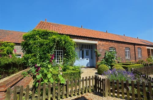 Last Minute Cottages - Quaint Walsingham Cottage S73383