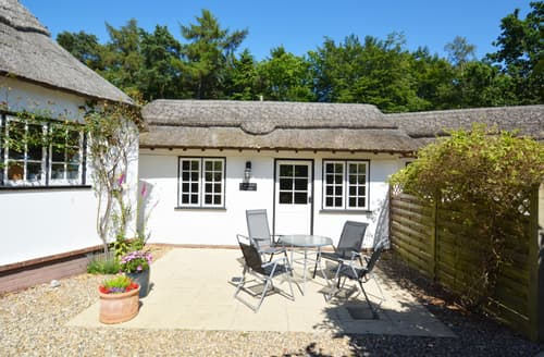 Last Minute Cottages - Half Moon Cottage