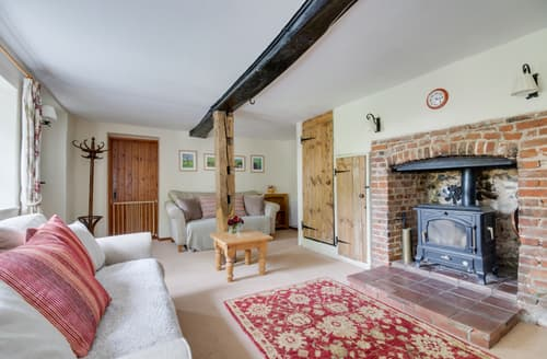 Last Minute Cottages - Inviting Weybourne Cottage S122359