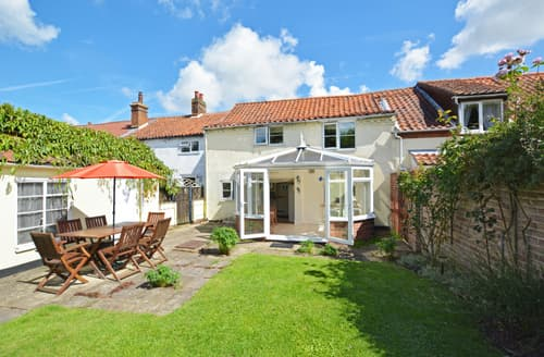 Dog Friendly Cottages - Tasteful Hindringham Rental S11945
