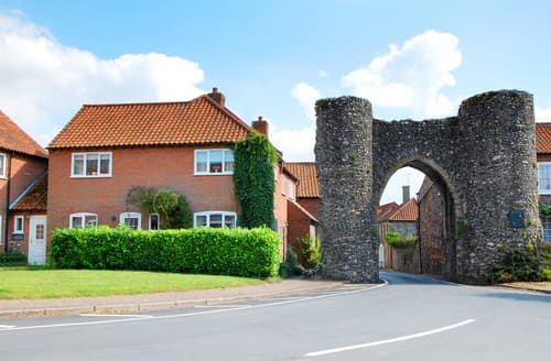Last Minute Cottages - Gorgeous Castle Acre Rental S11954