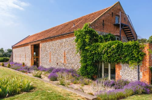 Last Minute Cottages - Hall Farm Barn