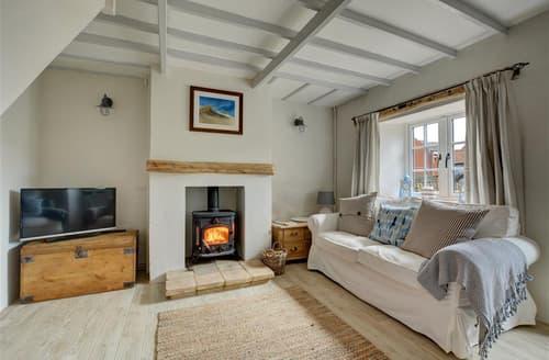 Last Minute Cottages - Moongazer Cottage