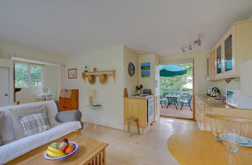 Last Minute Cottages - Inviting Weybourne Lodge S122555