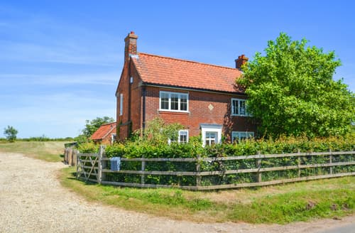 Last Minute Cottages - Lovely Hindringham Cottage S93827