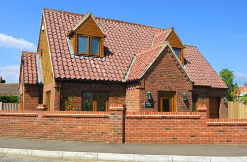 Dog Friendly Cottages - Captivating Heacham Rental S11692