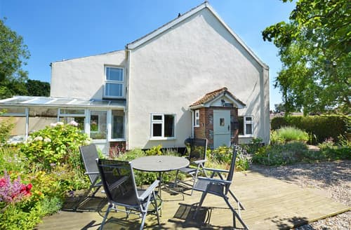 Last Minute Cottages - Cosy Holt Rental S9755