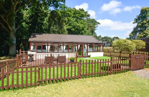 Last Minute Cottages - Cosy Aylsham Lodge S88338