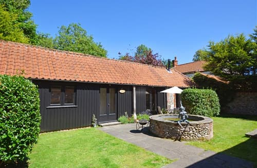 Dog Friendly Cottages - Stunning Roughton Cottage S49839