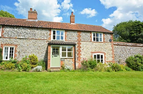 Last Minute Cottages - Gorgeous Castle Acre Cottage S44441