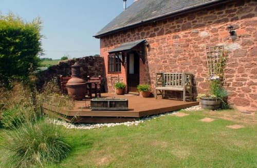 Last Minute Cottages - Luccombe Barn