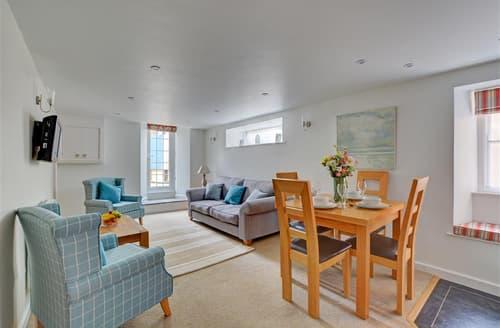 Dog Friendly Cottages - Quaint Padstow Apartment S42716