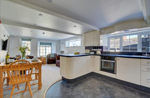 Last Minute Cottages - Luxury Padstow Apartment S42781