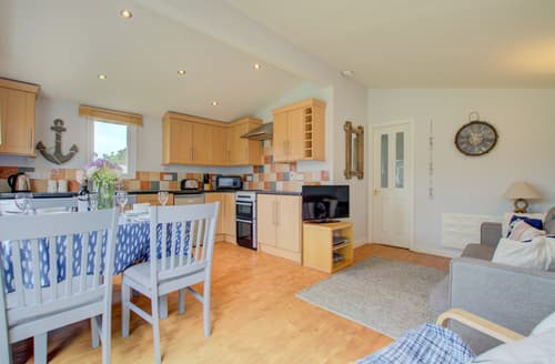 Last Minute Cottages - Adorable St Merryn Lodge S79076