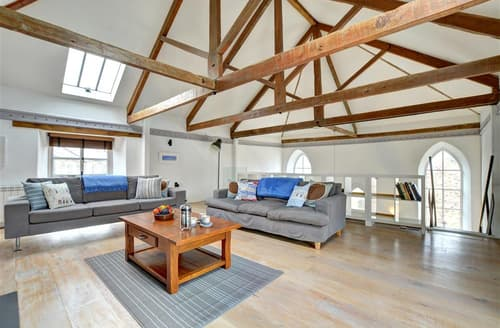 Last Minute Cottages - Lovely St Merryn Cottage S43000