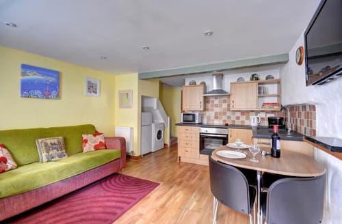 Last Minute Cottages - Luxury St Ives Carbis Bay Lelant Apartment S45158