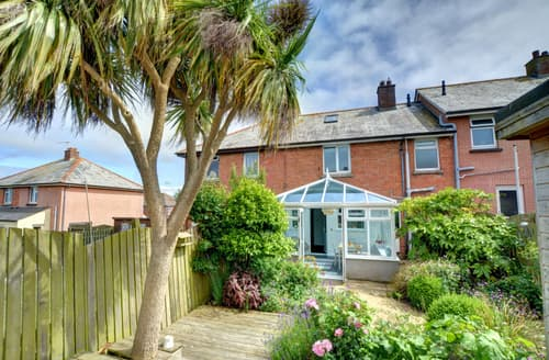 Last Minute Cottages - Tasteful Padstow Town Cottage S105330