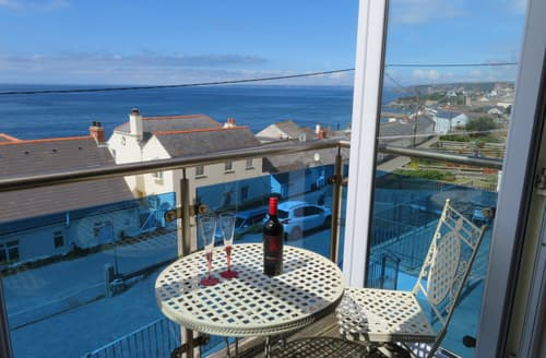 Last Minute Cottages - Luxury Porthleven Apartment S89354