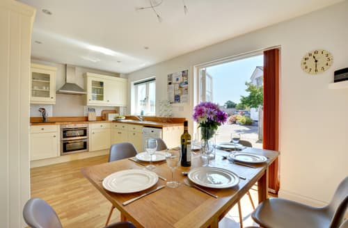 Last Minute Cottages - Beautiful St Merryn Cottage S43050