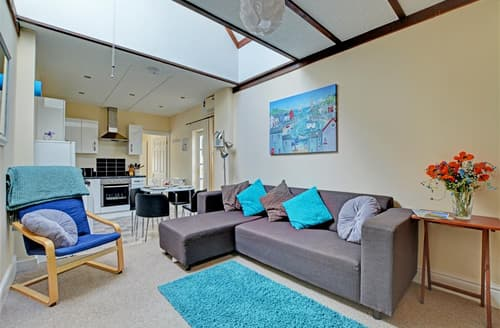 Last Minute Cottages - Wonderful St Merryn Cottage S42849