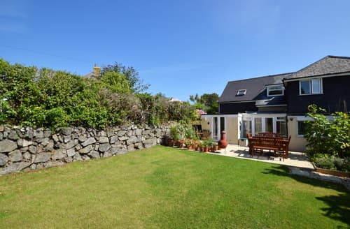 Last Minute Cottages - Lovely St Ives Carbis Bay Lelant Apartment S45569