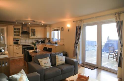 Last Minute Cottages - Splendid Porthleven Apartment S101621