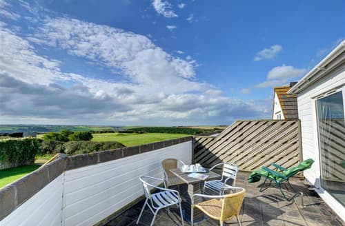 Last Minute Cottages - Quaint Mawgan Porth Apartment S42991