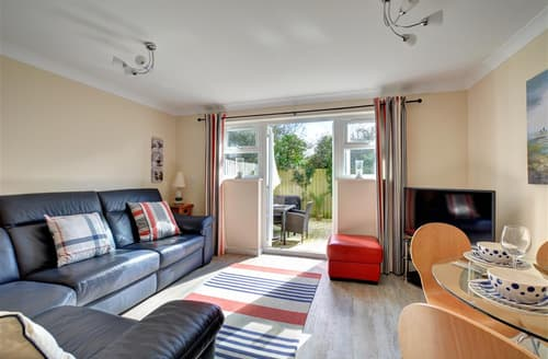 Last Minute Cottages - Attractive St Merryn Cottage S42832