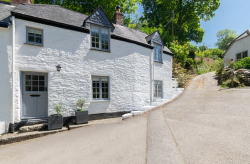Last Minute Cottages - Lovely Helford Lodge S93180