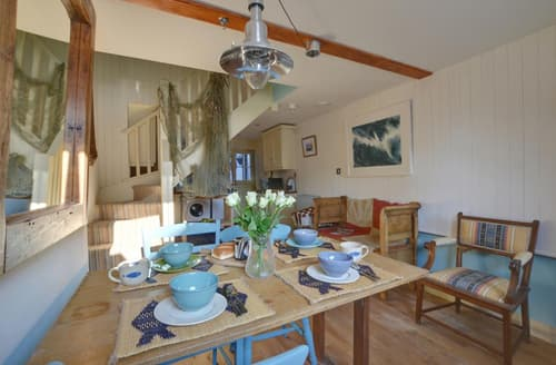 Last Minute Cottages - Dolphin Cottage