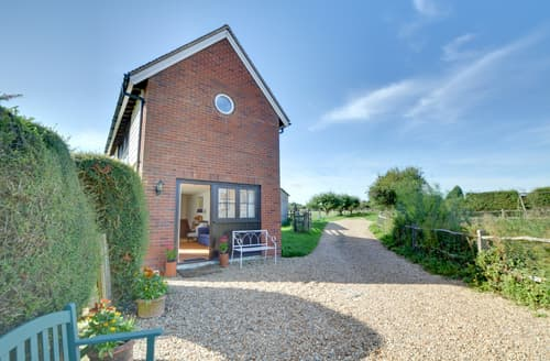 Last Minute Cottages - Oast Barn Cottage