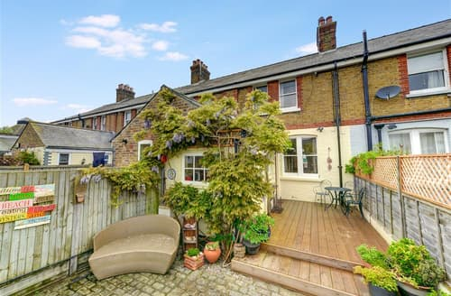 Last Minute Cottages - Tasteful Whitstable Rental S10399