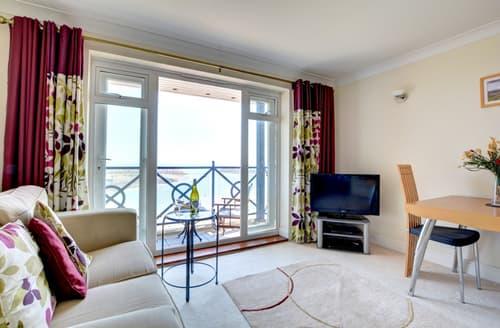 Last Minute Cottages - Tasteful Sovereign Harbour South Apartment S12665