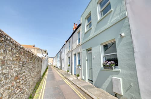 Last Minute Cottages - Lovely Brighton Cottage S104212