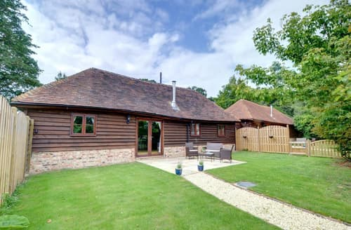 Last Minute Cottages - Cosy Rolvenden Cottage S37240
