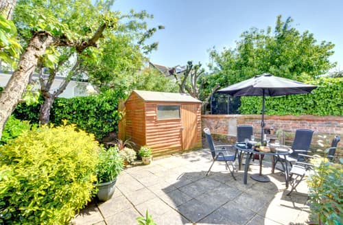 Last Minute Cottages - Cosy Hove Apartment S100867