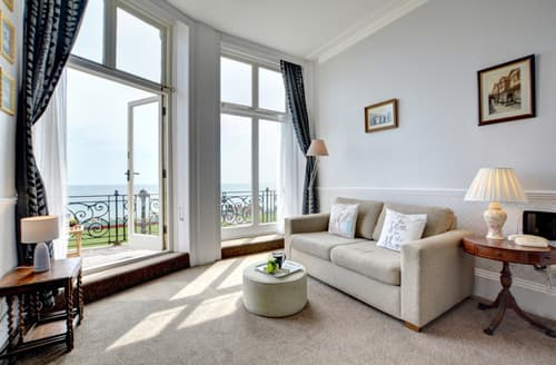 Last Minute Cottages - Lovely Hove Apartment S12642