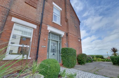 Last Minute Cottages - Exquisite Tankerton Apartment S10514