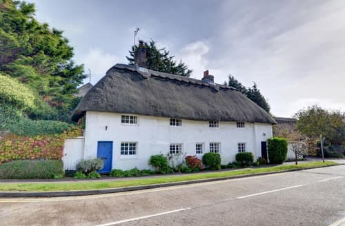 Last Minute Cottages - Thatch Cottage