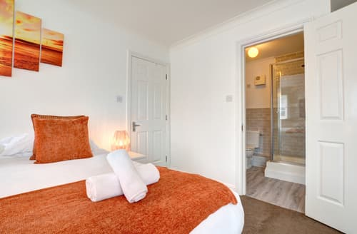 Last Minute Cottages - Cosy Brighton Marina Apartment S122419