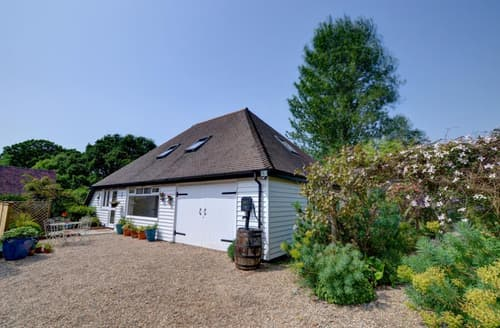 Last Minute Cottages - Merrymead Barn