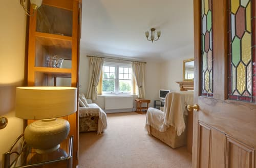 Last Minute Cottages - Inviting Crowhurst Apartment S79024