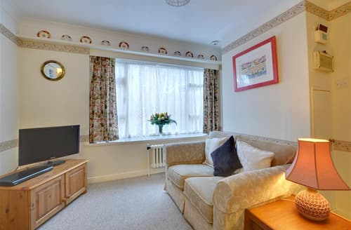 Last Minute Cottages - Stunning Hove Apartment S12641