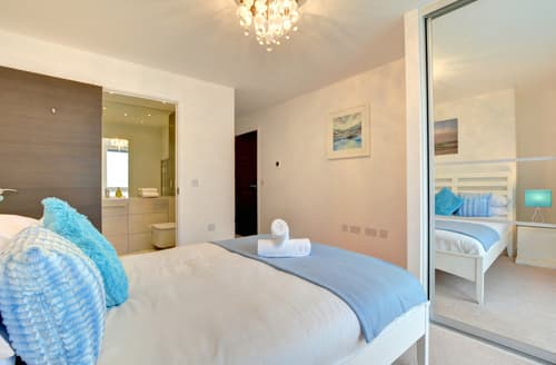 Last Minute Cottages - Lovely Brighton Marina Apartment S90888