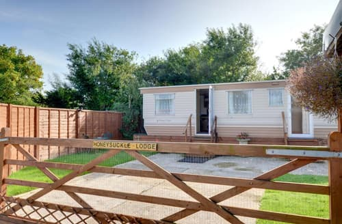 Last Minute Cottages - Inviting Winchelsea Beach Lodge S10356