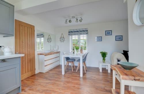 Last Minute Cottages - Seascape Cottage