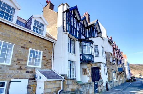 Last Minute Cottages - Inviting Sandsend Apartment S45230