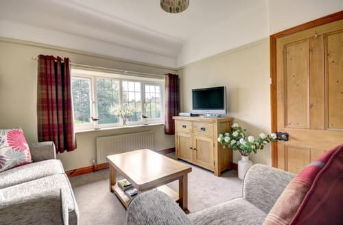 Last Minute Cottages - Tasteful Whitby Apartment S72008