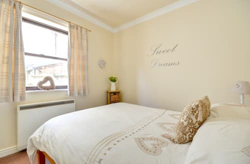 Last Minute Cottages - Splendid Whitby Apartment S10809