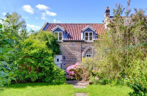 Last Minute Cottages - Inviting Whitby Rental S11002